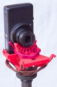 Sfiro auf Sfiro-Pod - mit Kamera im Hochformat und Stativ